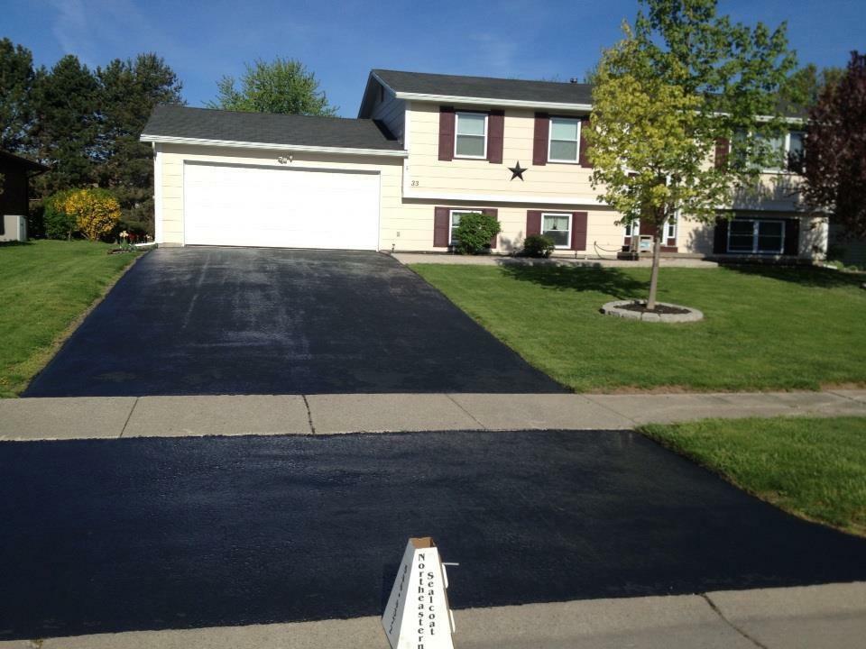 asphalt sealing driveway